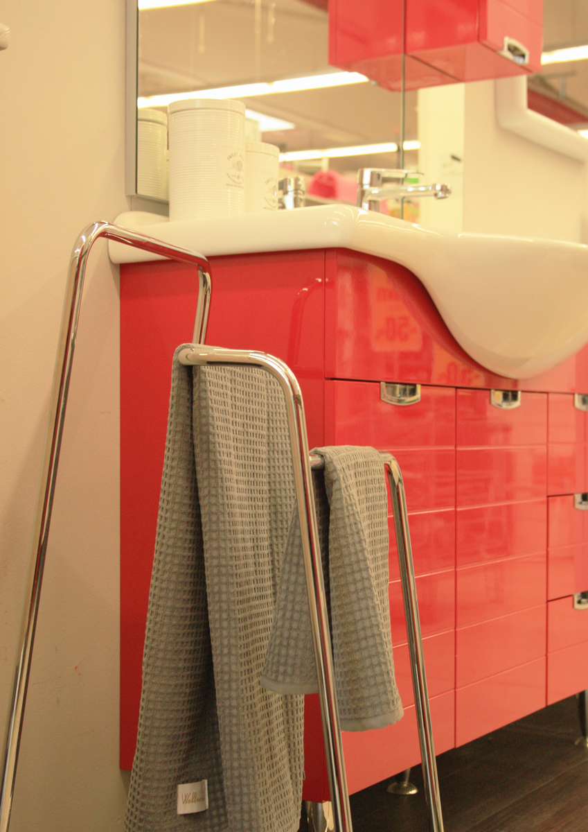 Design towel stand made in italy more contract srl for Decor italy srl